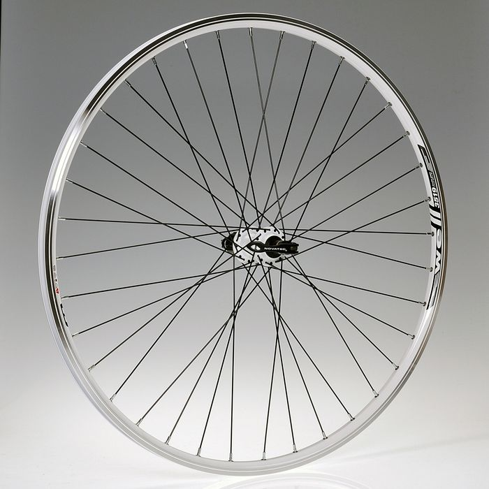 "WHEEL  28""P.NOVATEC-White  36holes  .8/9-O.WELL-WHITE REAR"