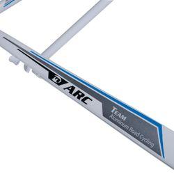 RAMA SZOSOWA MOSSO 710ARC Z WIDELCEM ALUMINIOWYM Rozmiar:520mm Kol.Biało / szary/ niebieska linia.