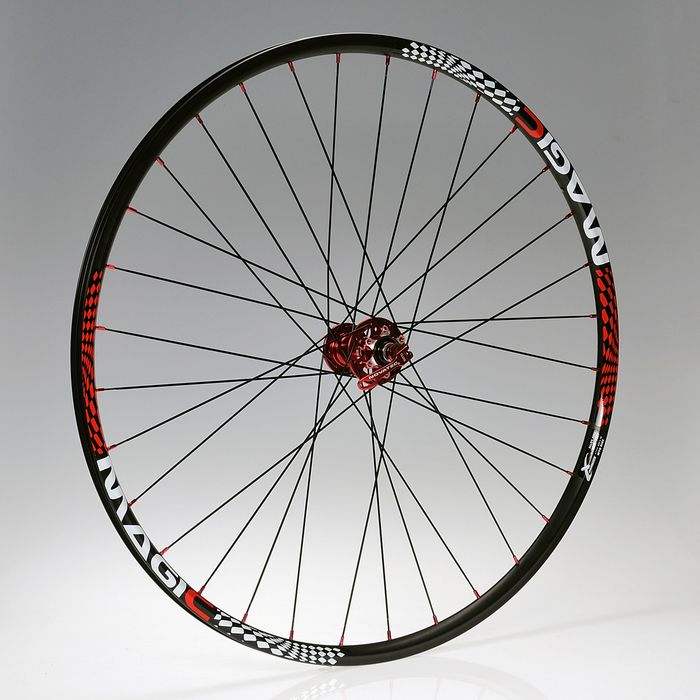 "WHEEL 28""P.NOVATEC-DISK-RED -32o-O.MAGIC-BLACK FRONT"